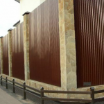 Коричневый забор из профнастила марки С10