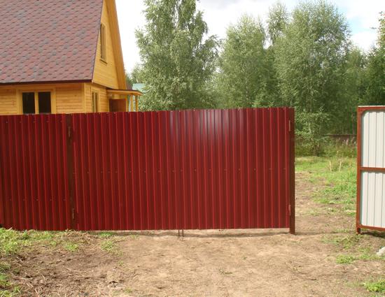 Фото: Готовый забор из профнастила 2