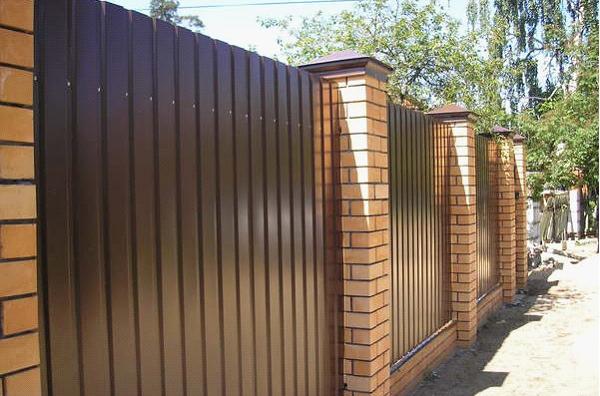 Фото: Забор из профнастила С21