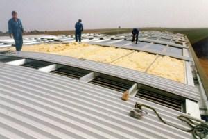Фото: Покрытие крыши профнастилом