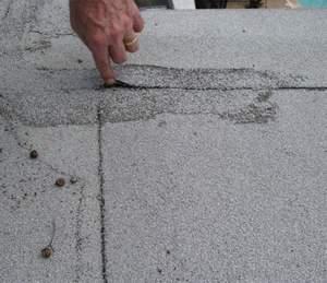 Фото: Повреждение кровли на крыше