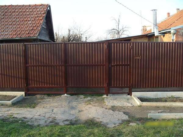 Фото 2: Забор из профнастила