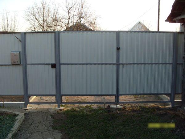 Фото: Забор из профнастила более 2 метров