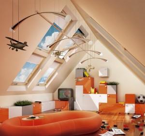 Фото: Мансарда на крыше дома и ее вид изнутри