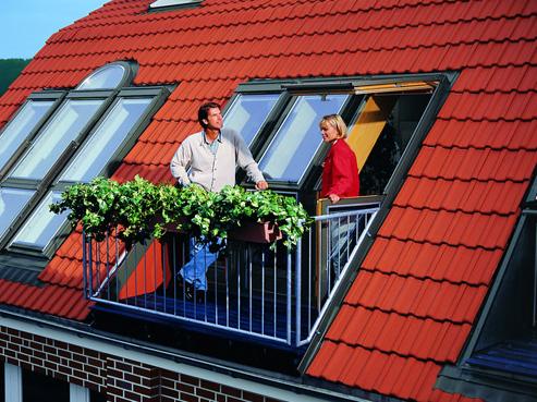 Фото: Мансардные окна на скатной крыше